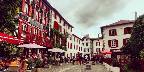 tour-pais-vasco-francia-espelette-village-1600x1066